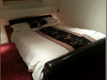 EasyRoommate UK - 2 x Double bedroom to rent - Haydon Wick, Swindon - £400
