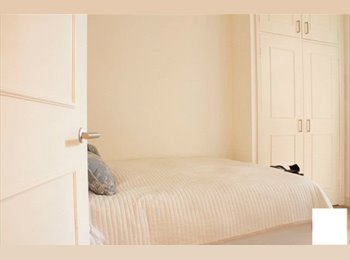 Comfortable double room in the heart of  South Ken