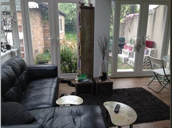 FRIENDLY HOUSE SHARE-LARGE DOUBLE ROOM