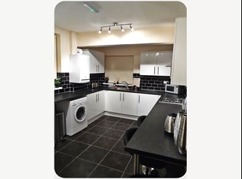 EasyRoommate UK - High Quality rooms available close to centre!! - Doncaster, Doncaster - £368