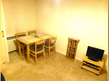 EasyRoommate UK - 3 BED FLAT WITH 2 SPARE ROOMS CLOSE TO CITY - Glasgow, Glasgow - £250