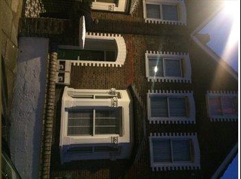 EasyRoommate UK - SINGLE ROOM AVAILABLE - Tottenham, London - £500