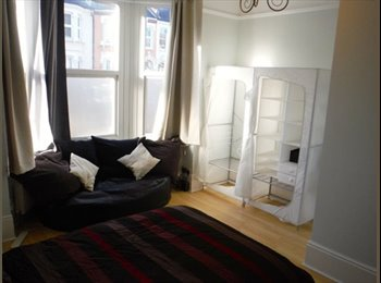 EasyRoommate UK - Large Renovated Double Room near Croydon Hospital - Thornton Heath, London - £475