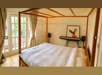 EasyRoommate UK - LOVELY ROOM IN CHISWICK - London, London - £895