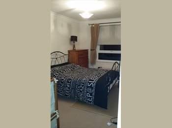 EasyRoommate UK - Double rooms to share in large apartment - Burnham, Slough - £475