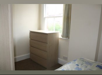 EasyRoommate UK - Compact room in city centre house - Derby, Derby - £212