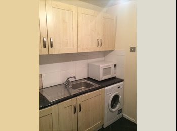 EasyRoommate UK - ALL INCLUSIVE!! modern 3 bedroom flat, great locat - Fallowfield, Manchester - £425