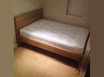 EasyRoommate UK - **Mon - Fri** Double bedroom for rent - Crowthorne, Crowthorne - £375