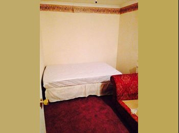 EasyRoommate UK - New Listing, rooms from £500 to £550 PCM - Oxhey, Watford - £500