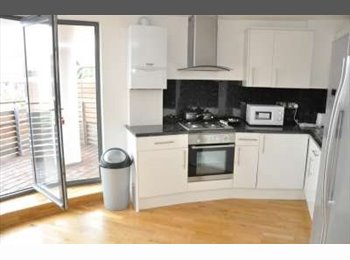EasyRoommate UK - !BEAUTIFUL PROPERTY DOUBLE BED IN THREE BED FLAT! - Canary Wharf, London - £819