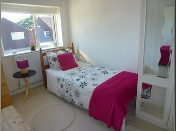 EasyRoommate UK - For Professional Women Only - Swanley, London - £380