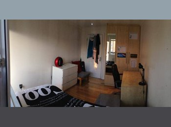 EasyRoommate UK - Single bedroom with Private Balcony - Queens Park, London - £650