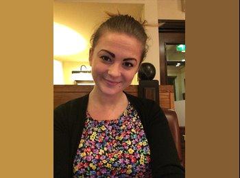 EasyRoommate UK - Chloe - 23 - Wolverhampton