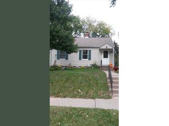 EasyRoommate US - House for Rent one block north of Locust st - Davenport, Davenport - $560