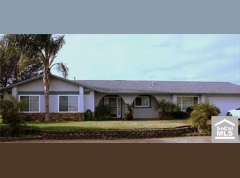 EasyRoommate US - Large spacious room in beautiful pool home in area - Riverside, Southeast California - $500