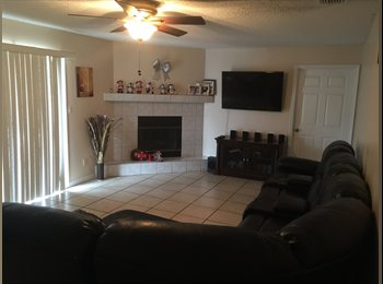 EasyRoommate US - 4/2 pool home with private garage and private bathroom. - Kissimmee, Other-Florida - $450