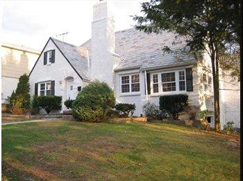 EasyRoommate US - Great room Avail in Fantastic home Yonkers/Bronxville border ! - Yonkers, Westchester - $800