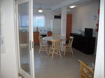 EasyRoommate AU - Female student house near CBD/train;elec/internet  - Highgate Hill, Brisbane - $170