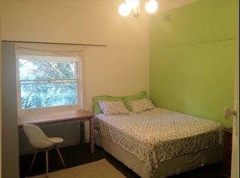 EasyRoommate AU - Gorgeous Master bedroom - Coogee, Sydney - $290