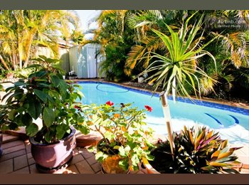 EasyRoommate AU - Queen Room Private Home with Pool - Coombabah, Gold Coast - $180