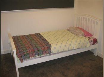EasyRoommate AU - Single Bedroom in Unit to rent - North Melbourne, Melbourne - $300