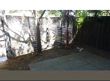 EasyRoommate AU - Single White Female - Sunshine, Melbourne - $250