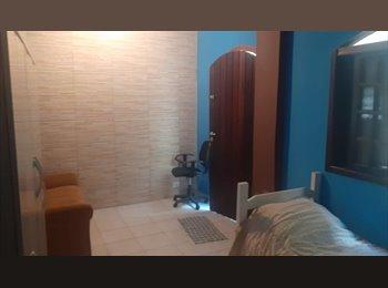 EasyQuarto BR - Quarto com banheiro (suite) nas proximidades do Estádio do Morumbi independente da casa - Morumbi, São Paulo capital - R$800