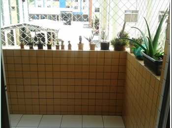 Alugo 1 quarto, banheiro dedicado, região barigui