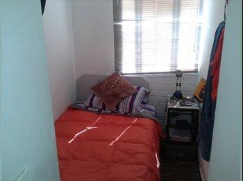 Arriendo pieza / room for rent