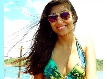 Karla  - 22 - Estudiante