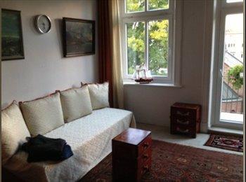 EasyWG DE -  Altbauzimmer in Altona - zentral mit Balkon - Altona-Nord, Hamburg - €450