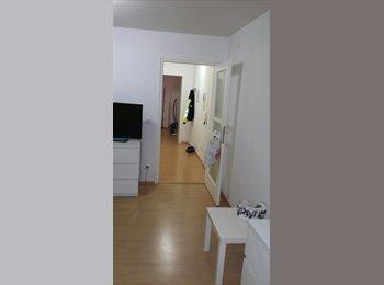 EasyWG DE - Habe ein Zimmer frei wer möchte mit mir drei Zimmer wohnung teilen - Moosach, München - €400
