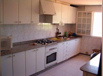 EasyPiso ES - Habitaciones individuales en pisos compartidos - Otras Áreas, Santiago - €140