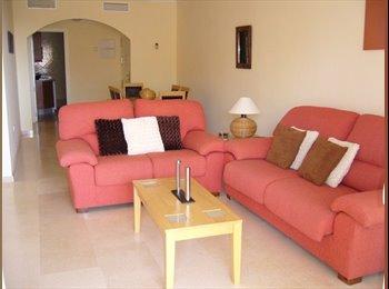 EasyPiso ES - Busco chica para compartir piso amplio en Elviria - Otras Áreas, Marbella - €300