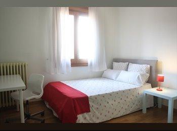 EasyPiso ES - SE  BUSCA PERSONA RESPONSABLE PARA COMPARTIR PISO - Centro, Navarra - €260