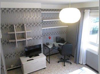 Appartager FR - Chambre meublée 12m² dans appt de 73m² - Nîmes, Nîmes - €320