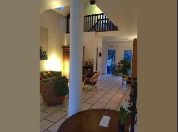 loue chambre dans grande maison