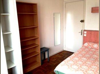 Chambre entièrement meublé - TV- linge de maison