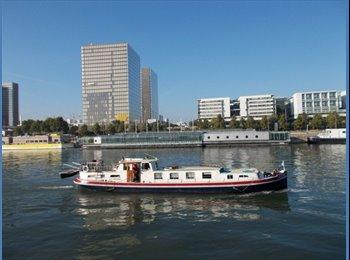 Appartager FR - Chambre meublée sur une péniche Port Cergy (95) - Cergy, Paris - Ile De France - €350