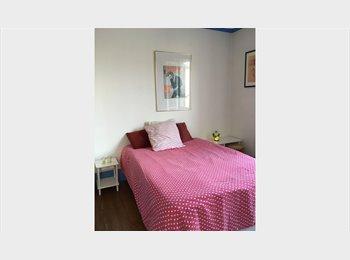 Avril/Mai/Juin 2015/Chambre + SDB privée/ 700€