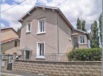 Appartager FR - Colocation Maison individuelle + jardin - Le Puy-en-Velay, Le Puy-en-Velay - €250