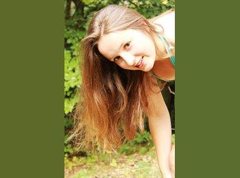 Lena Maria - 22 - Etudiant