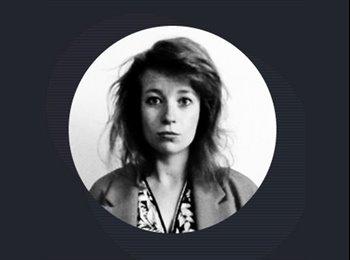 Stephanie - 27 - Salarié