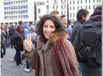 Simona - 29 - Studente