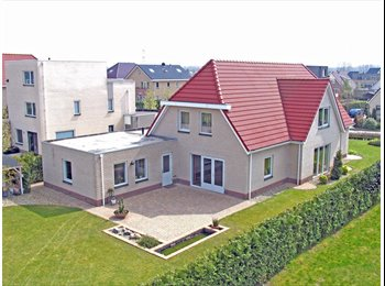 Luxe benedenwoning 55 m2 in vrijstaande villa.