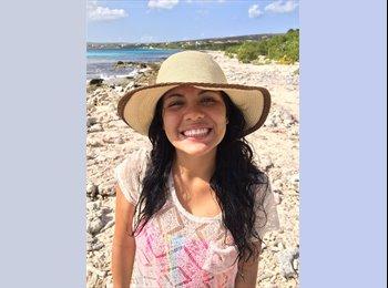 Daniela  - 19 - Student