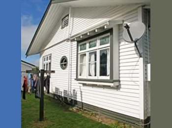 NZ - room for rent small/ in large shared owned house/ - Claudelands, Hamilton - $150