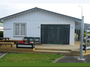 NZ - 2 single rooms in 3 brm house for single professio - Highbury, Palmerston North - $150