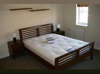 brand new interior house 2 mins walk from centre.