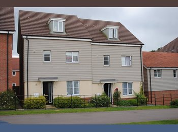 EasyRoommate UK -  FURNISHED LARGE DOUBLE ROOM QUEENS HILL COSTESSEY - Costessey, Norwich and South Norfolk - £400